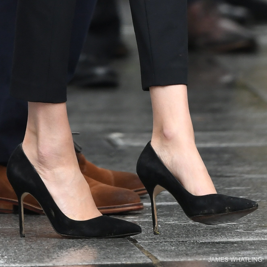 Meghan Markle wearing her black suede pumps