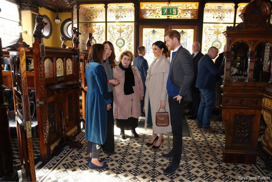 Meghan and Harry in the Crown Liquor Saloon